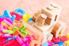 Ζωηρόχρωμες επιστολές αλφάβητου με το παιχνίδι έννοια εκπαιδευτική Στοκ φωτογραφίες με δικαίωμα ελεύθερης χρήσης