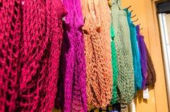 Ζωηρόχρωμες καθαρές τσάντες παντοπωλείων Στοκ φωτογραφίες με δικαίωμα ελεύθερης χρήσης