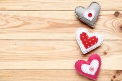 Ζωηρόχρωμες καρδιές υφάσματος στοκ εικόνα