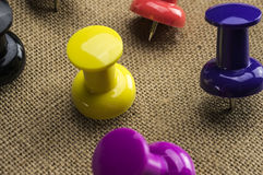 Ζωηρόχρωμες καρφίτσες ώθησης Στοκ εικόνα με δικαίωμα ελεύθερης χρήσης
