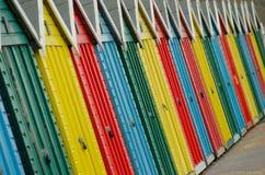 Ζωηρόχρωμες καλύβες παραλιών Στοκ φωτογραφία με δικαίωμα ελεύθερης χρήσης