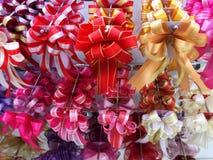 Ζωηρόχρωμες κορδέλλες για την πώληση Στοκ Εικόνες