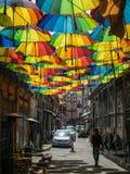 Ζωηρόχρωμες κρεμώντας ομπρέλες στη Ιστανμπούλ Στοκ Εικόνα