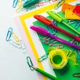 Ζωηρόχρωμες μάνδρες εξαρτημάτων εργαλείων σχολικού γραψίματος χαρτικών Στοκ φωτογραφία με δικαίωμα ελεύθερης χρήσης