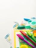 Ζωηρόχρωμες μάνδρες εξαρτημάτων εργαλείων σχολικού γραψίματος χαρτικών Στοκ φωτογραφίες με δικαίωμα ελεύθερης χρήσης