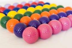 Ζωηρόχρωμες μικροσκοπικές σφαίρες γκολφ Στοκ φωτογραφίες με δικαίωμα ελεύθερης χρήσης