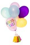 Ζωηρόχρωμες μπαλόνια και τσάντες αγορών, θερινή πώληση Στοκ φωτογραφία με δικαίωμα ελεύθερης χρήσης