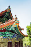 Ζωηρόχρωμες ξύλινες στέγες στο ύφος παραδοσιακού κινέζικου Στοκ φωτογραφία με δικαίωμα ελεύθερης χρήσης
