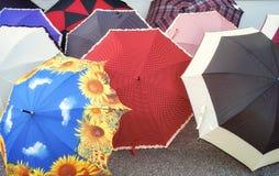 ζωηρόχρωμες ομπρέλες Εικόνα χρώματος Στοκ φωτογραφία με δικαίωμα ελεύθερης χρήσης