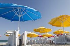 ζωηρόχρωμες ομπρέλες παραλιών Στοκ φωτογραφίες με δικαίωμα ελεύθερης χρήσης