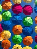ζωηρόχρωμες ομπρέλες διανυσματική απεικόνιση