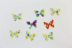 Ζωηρόχρωμες πεταλούδες εγγράφου πέρα από το λευκό Στοκ εικόνα με δικαίωμα ελεύθερης χρήσης
