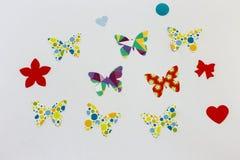 Ζωηρόχρωμες πεταλούδες εγγράφου πέρα από το λευκό Στοκ φωτογραφία με δικαίωμα ελεύθερης χρήσης