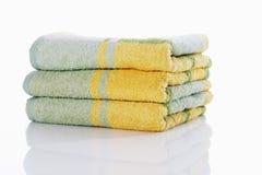 ζωηρόχρωμες πετσέτες στ&omicr Στοκ εικόνες με δικαίωμα ελεύθερης χρήσης
