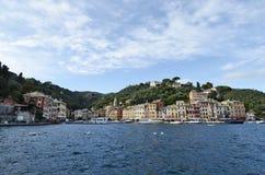 Ζωηρόχρωμες προσόψεις Portofino των σπιτιών στη θάλασσα Στοκ φωτογραφία με δικαίωμα ελεύθερης χρήσης