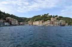 Ζωηρόχρωμες προσόψεις Portofino των σπιτιών στη θάλασσα Στοκ εικόνες με δικαίωμα ελεύθερης χρήσης