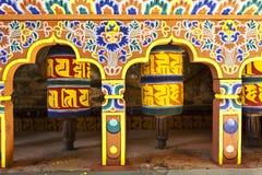 Ζωηρόχρωμες ρόδες προσευχής στο Μπουτάν Στοκ εικόνες με δικαίωμα ελεύθερης χρήσης