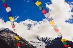 Ζωηρόχρωμες σημαίες αιχμών και του Νεπάλ βουνών των Ιμαλαίων, Νεπάλ Στοκ Εικόνες