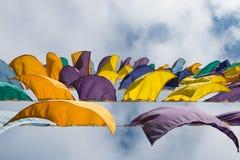 Ζωηρόχρωμες σημαίες που κυματίζουν στον αέρα Στοκ εικόνα με δικαίωμα ελεύθερης χρήσης