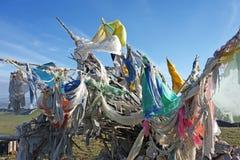 Ζωηρόχρωμες σημαίες προσευχής (Jingfan) κάτω από το μπλε ουρανό Στοκ Φωτογραφία