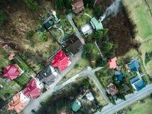 Ζωηρόχρωμες στέγες σε Yaremcha, Καρπάθια βουνά, Ουκρανία Στοκ Εικόνες
