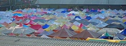 ζωηρόχρωμες στέγες σκηνών Στοκ εικόνα με δικαίωμα ελεύθερης χρήσης