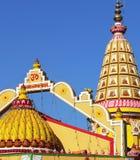 Ζωηρόχρωμες στέγες του ινδού ναού, Goa, Ινδία Στοκ Φωτογραφία