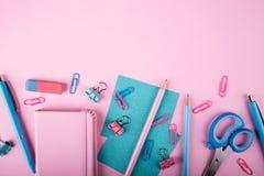 Ζωηρόχρωμες συσκευές κονσολών που βρίσκονται στο υπόβαθρο Στοκ εικόνες με δικαίωμα ελεύθερης χρήσης