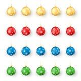 Ζωηρόχρωμες σφαίρες Χριστουγέννων καθορισμένες Ρεαλιστικό σύνολο σφαιρών Χριστουγέννων διακοπών που διακοσμούνται από snowflakes  ελεύθερη απεικόνιση δικαιώματος
