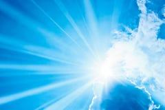 Ζωηρόχρωμες σύννεφα και σκιές σε έναν ουρανό Στοκ εικόνες με δικαίωμα ελεύθερης χρήσης