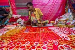 Ζωηρόχρωμες χειροποίητες διακοσμήσεις, σε μια έκθεση Bangla Pohela Baishakh στοκ εικόνες
