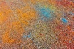 Ζωηρόχρωμη άσφαλτος μετά από το φεστιβάλ των χρωμάτων Holi Στοκ Φωτογραφία