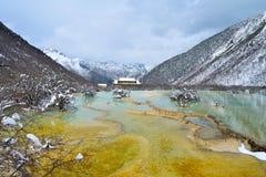 Ζωηρόχρωμη λίμνη Huanglong στοκ φωτογραφίες με δικαίωμα ελεύθερης χρήσης