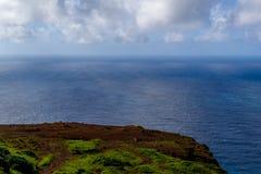 Ζωηρόχρωμη ακτή Ponta do Pargo, Μαδέρα απότομων βράχων σημείου Westermost Στοκ Φωτογραφία