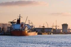 ζωηρόχρωμη ανατολή σκαφών π& στοκ εικόνα με δικαίωμα ελεύθερης χρήσης
