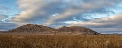 ζωηρόχρωμη ανατολή βουνών τοπίων φθινοπώρου Στοκ εικόνα με δικαίωμα ελεύθερης χρήσης