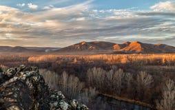 ζωηρόχρωμη ανατολή βουνών τοπίων φθινοπώρου Στοκ φωτογραφία με δικαίωμα ελεύθερης χρήσης