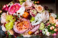 Ζωηρόχρωμη ανθοδέσμη της νύφης Στοκ Φωτογραφίες