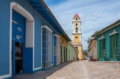 Ζωηρόχρωμη αρχιτεκτονική στο Τρινιδάδ - περιοχή παγκόσμιων κληρονομιών της ΟΥΝΕΣΚΟ Στοκ φωτογραφία με δικαίωμα ελεύθερης χρήσης