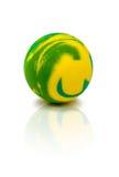 Ζωηρόχρωμη λαστιχένια μαρμάρινη σφαίρα που απομονώνεται στο λευκό Στοκ Εικόνες