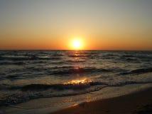Ζωηρόχρωμη αυγή πέρα από τη θάλασσα Στοκ φωτογραφίες με δικαίωμα ελεύθερης χρήσης