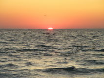 Ζωηρόχρωμη αυγή πέρα από τη θάλασσα Στοκ Φωτογραφία