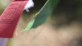 Ζωηρόχρωμη βουδιστική σημαία προσευχής φιλμ μικρού μήκους