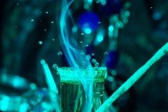 Ζωηρόχρωμη εικόνα με διάφορες πτώσεις του νερού στοκ εικόνες