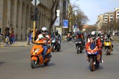Ζωηρόχρωμη λεωφόρος πόλεων γύρου μοτοσικλετών Στοκ Φωτογραφίες