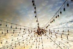 Ζωηρόχρωμη ελαφριά ομάδα blub σχετικά με το δονούμενο ουρανό Στοκ Εικόνα