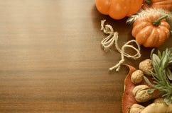 Ζωηρόχρωμη διακόσμηση ημέρας των ευχαριστιών για το εορταστικό γεύμα Στοκ φωτογραφία με δικαίωμα ελεύθερης χρήσης