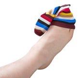 Ζωηρόχρωμη κάλτσα που φοριέται στο πόδι Στοκ φωτογραφίες με δικαίωμα ελεύθερης χρήσης