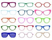 Ζωηρόχρωμη καθορισμένη απεικόνιση γυαλιών Θερινό σύμβολο Γυαλιά που τίθενται για το διακινούμενο σχέδιο Επίπεδη απεικόνιση Στοκ εικόνα με δικαίωμα ελεύθερης χρήσης