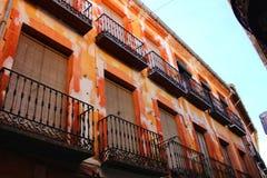 Ζωηρόχρωμη και μεγαλοπρεπής παλαιά πρόσοψη σπιτιών Caravaca de Λα Cruz, Murcia, Ισπανία στοκ εικόνα
